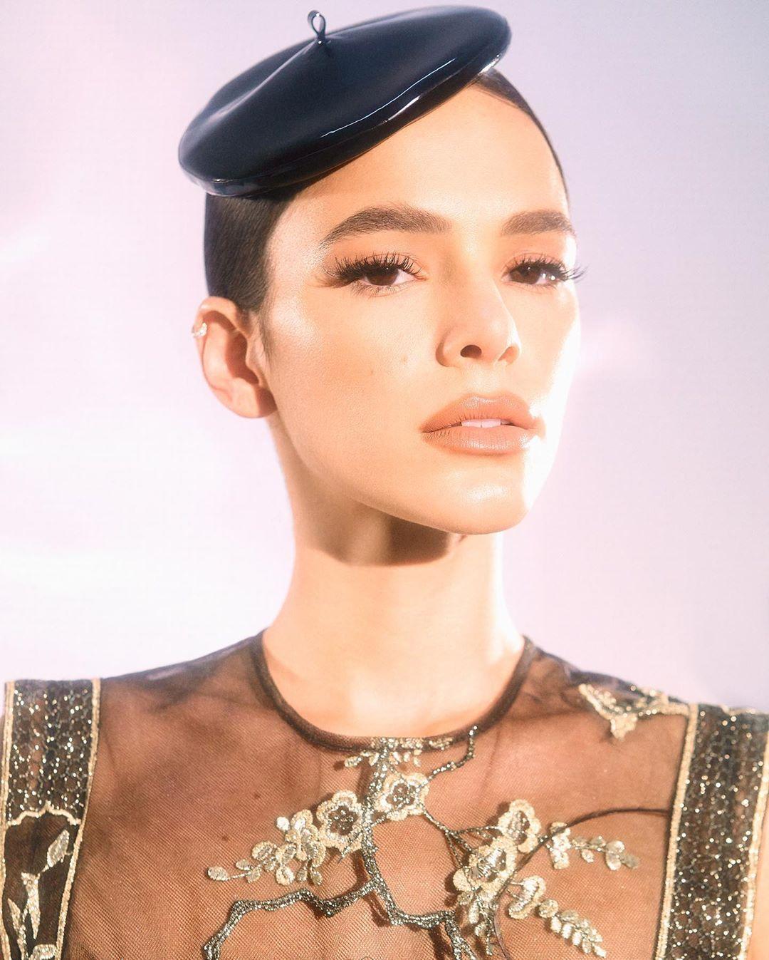 Foto focando o rosto de Bruna Marquezine, no MTV Miaw 2020.