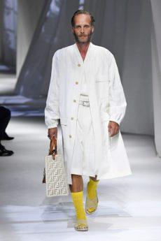look com sapato amarelo