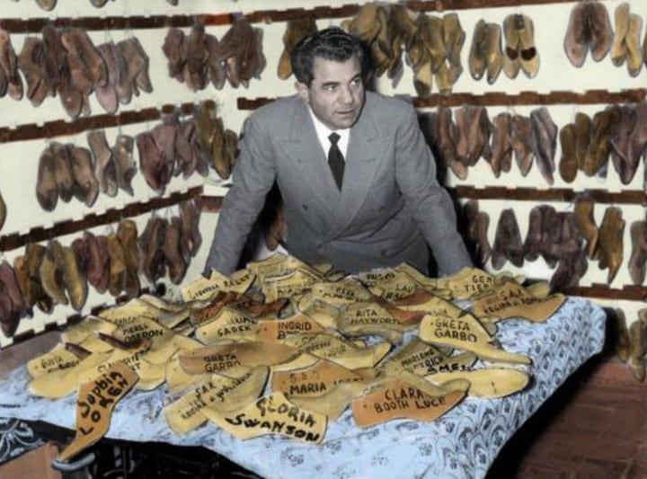 Salvatore Ferragamo e molde de sapatos em madeira
