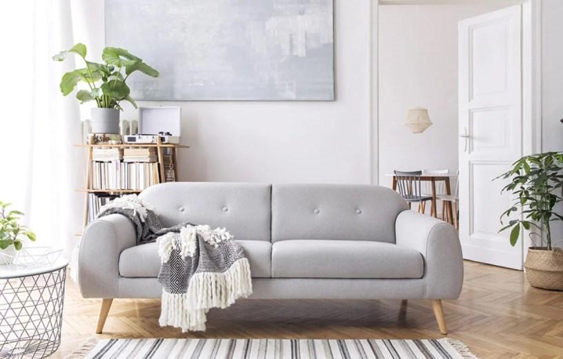 Decoração minimalista sofá cores neutras