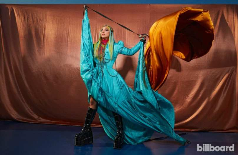 "Lady Gaga é capa da Billboard e confirma clipe de ""911"""