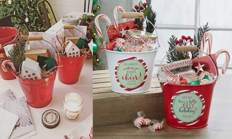 foto de baldes vermelhos com itens natalinos