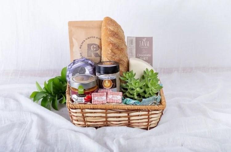 cesta de Natal com produtos artesanais