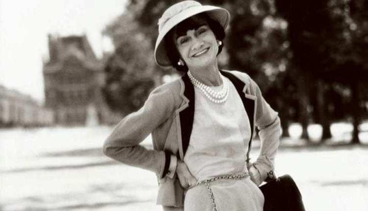 look Coco Chanel de chapéu