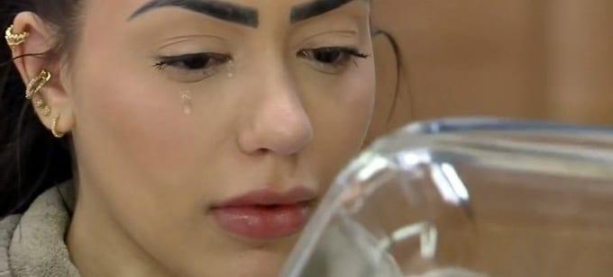 Mc mirella chorando ao lavar a louça da fazenda