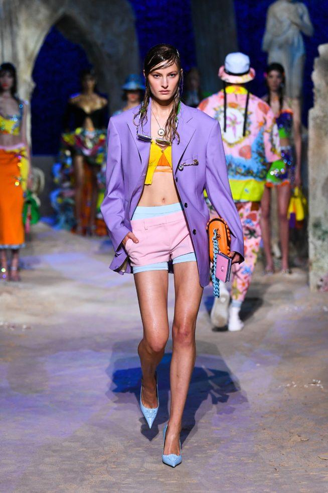 coleção de verão versace blazer lilás