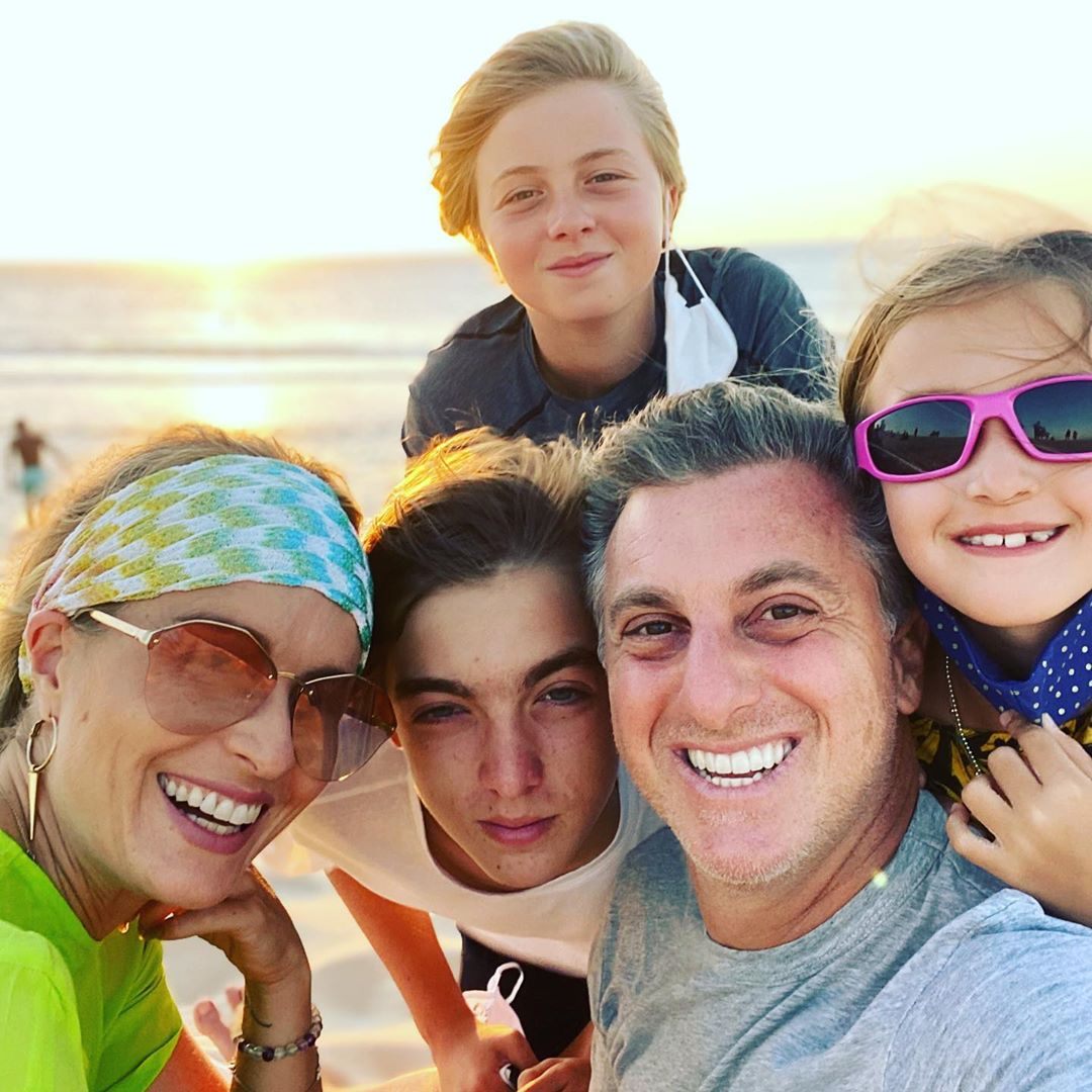 Família de Luciano e Angélica com três lindos filhos
