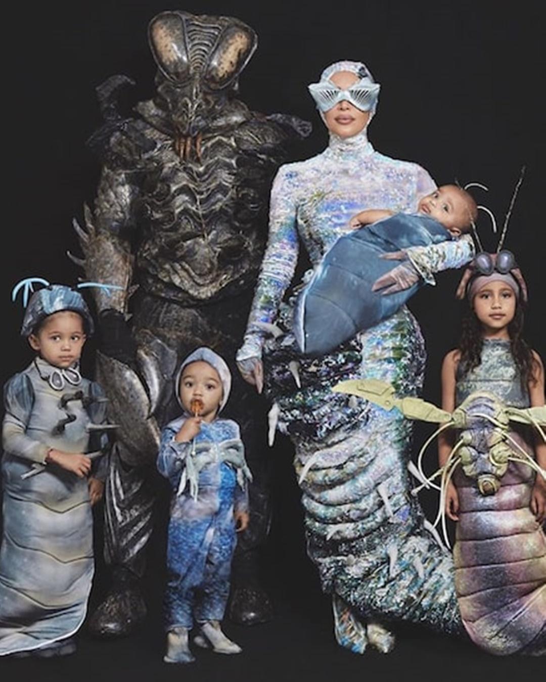 inspirações para Halloween: Kanye West e família fantasiados de vermes