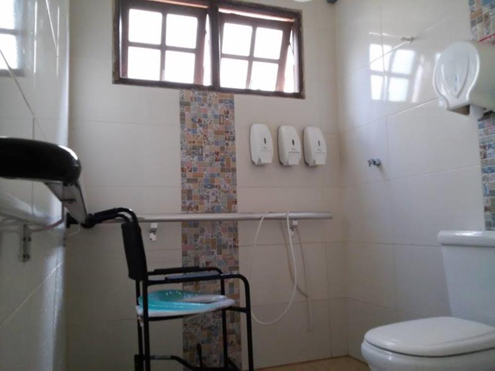 Banheiro do asilo.
