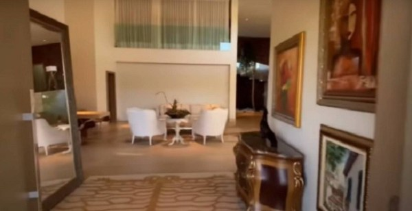 Mansão de Maiara e Maraisa está à venda por R$7 milhões