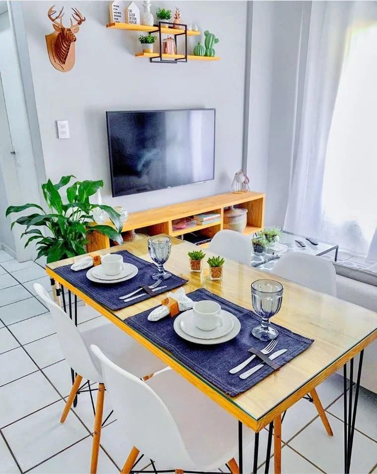 Decoração de apartamento pequeno com detalhe azul