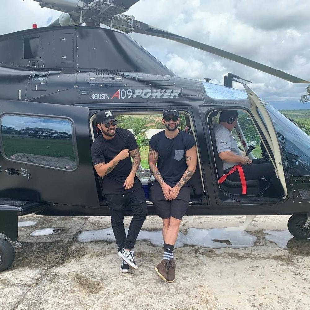 Gusttavo em helicóptero