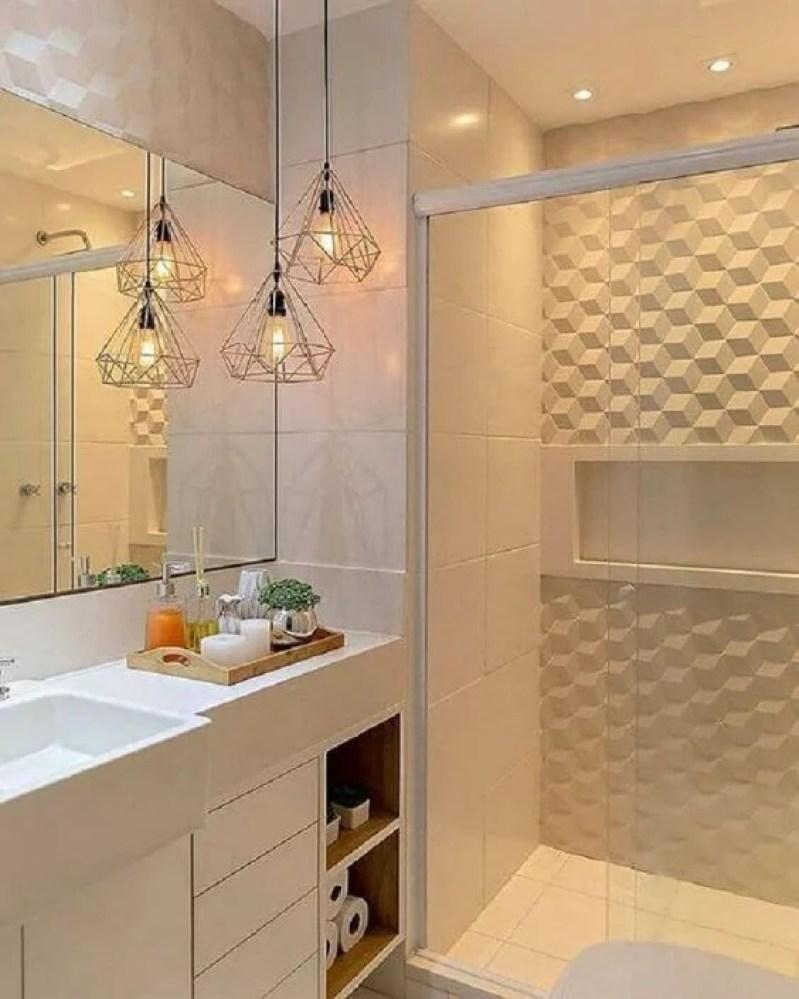 Banheiro pequeno com parede 3D