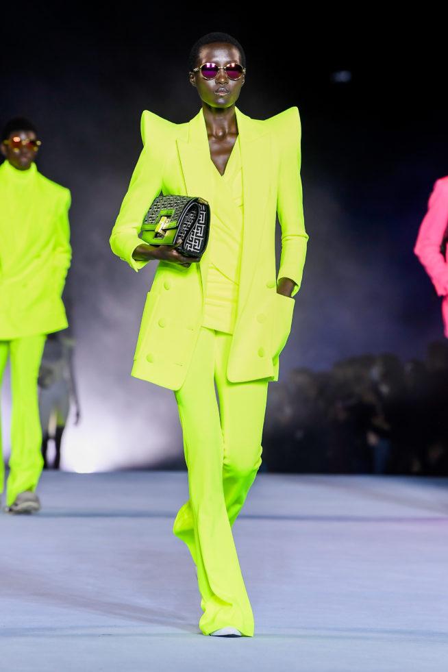look neon desfile Balmain PFW