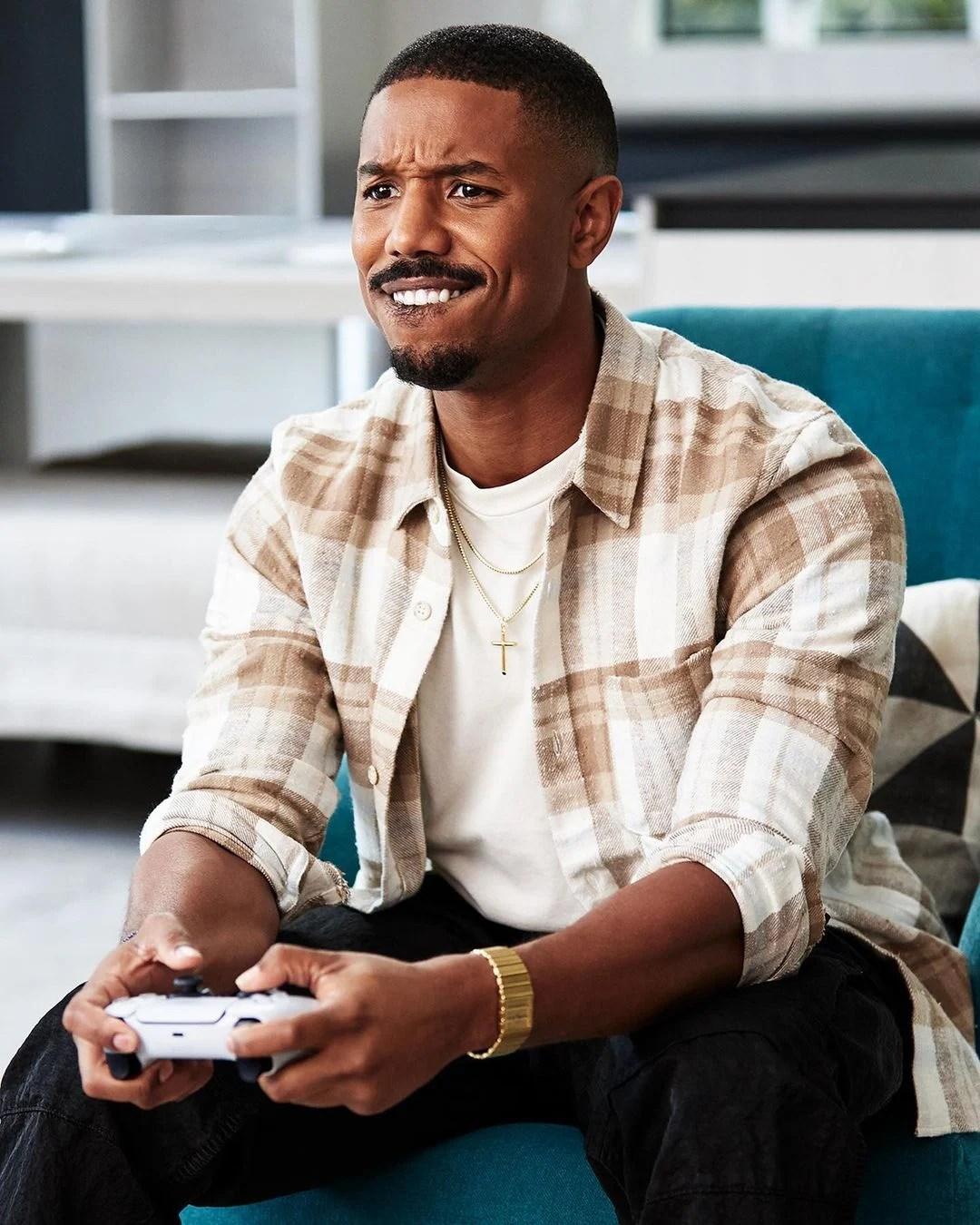 B. Jordan jogando Playstation 5.