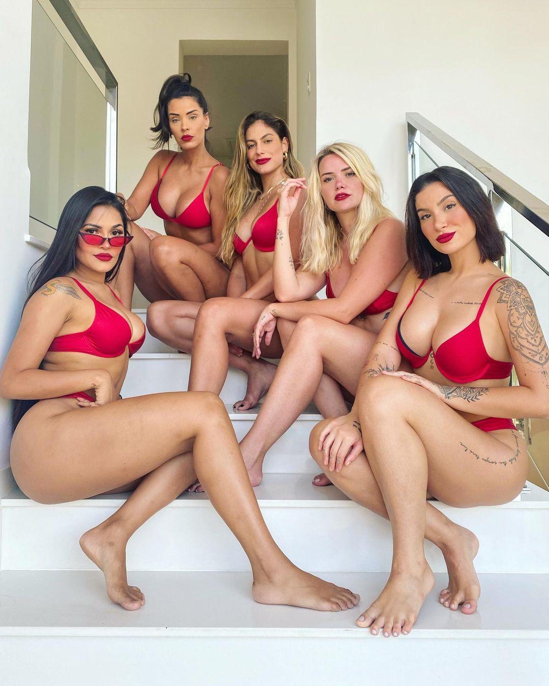 Foto das ex-BBBs Bianca Andrade, Mari Gonzales, Marcela Mcgowan, Flayslane e Ivy Moraes.