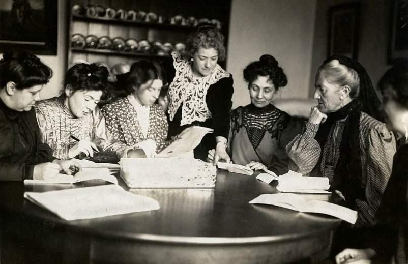 Reunião das líderes do Women's Social and Political Union (WSPU), c.1906 - c.1907.