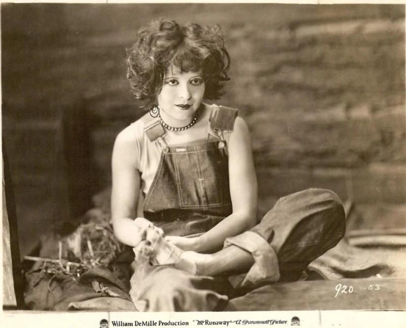 A primeira ´It girl`, Clara Bow, com um visual dos anos 80 já em 1920. Look da Moda e Cidadania nos anos 20 e 30.