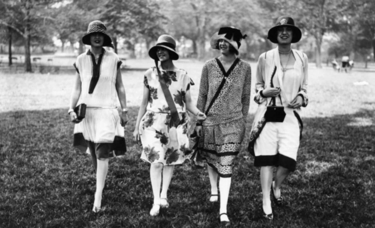 A época do ´flapper`, um estilo mais livres, da mulher moderna que se opunha à moda rígida da era vitoriana. Fonte: The Mob museum.