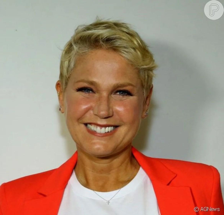 Apresentadora Xuxa sorridente.