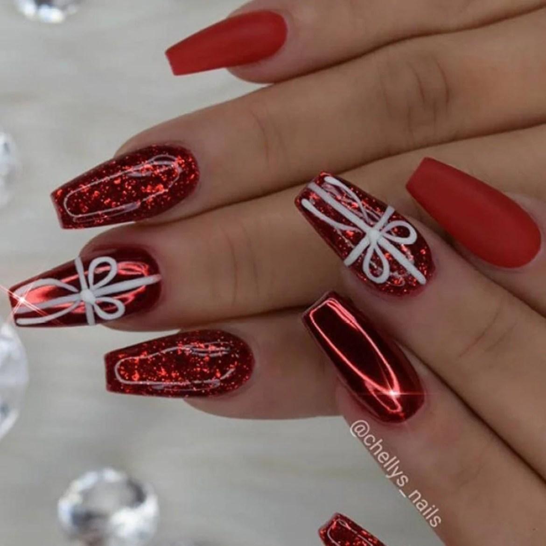 Lindas unhas vermelhas natalinas.