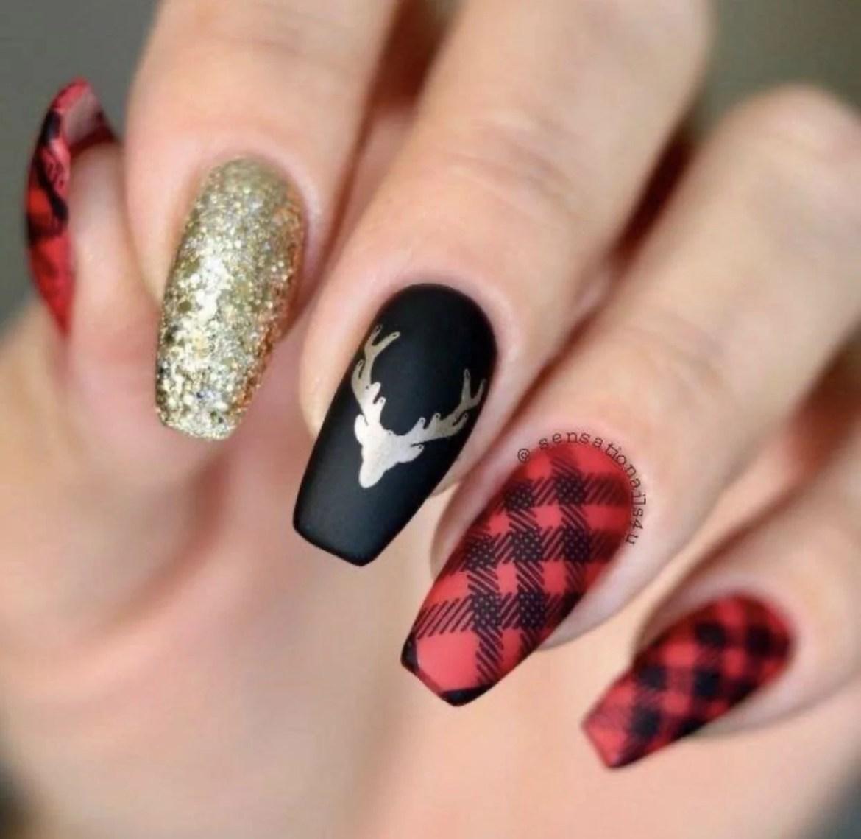 Inovadora com xadrez, brilho e cores preto e vermelho.