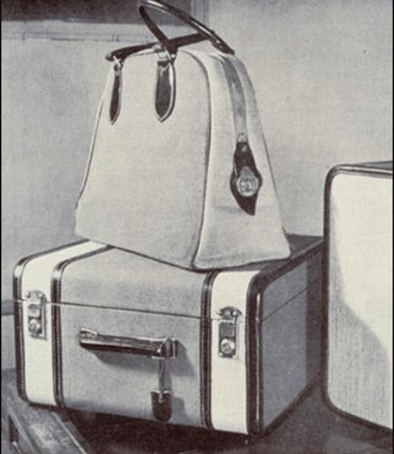 Bolsa apoiada em mala