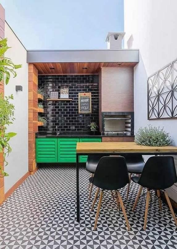 Quintal gourmet pequeno com armário verde
