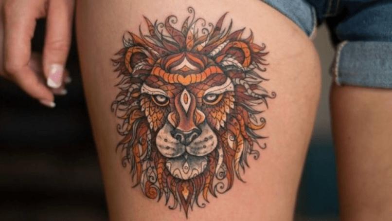 tatuagem colorida de leão