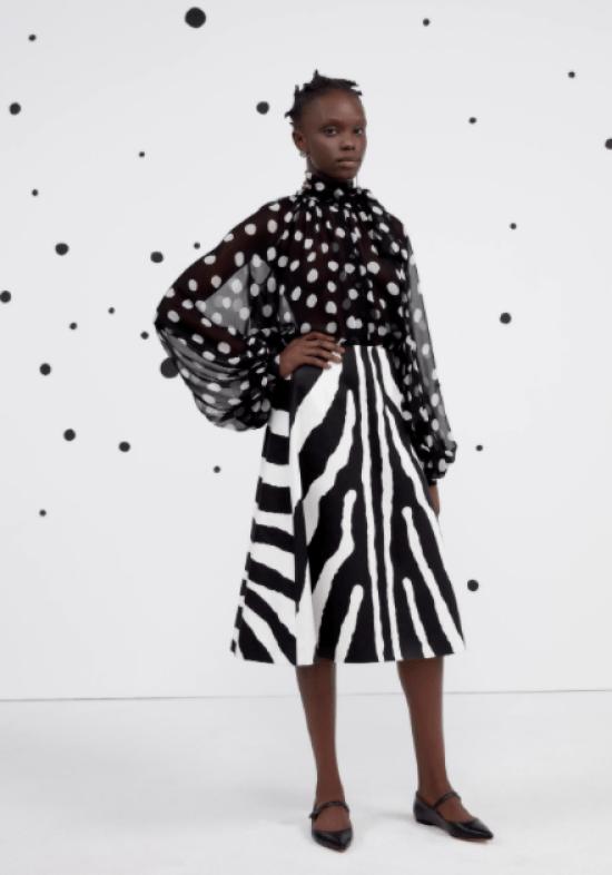 Blusa poá com saia zebra