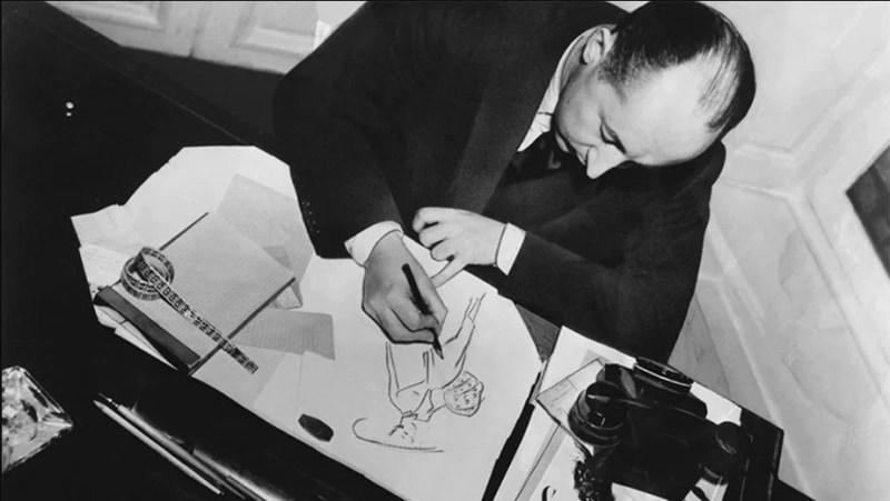 Christian Dior a desenhar.