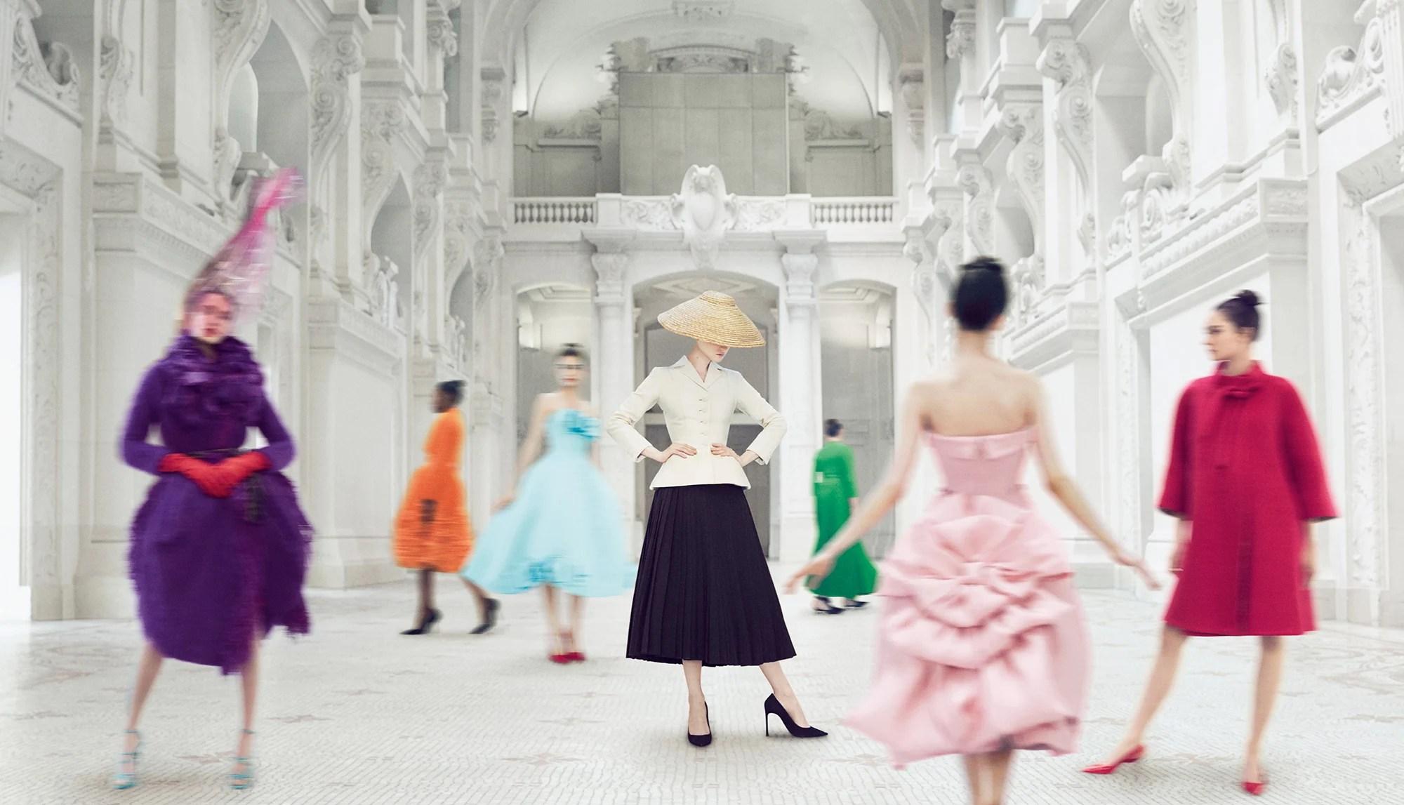 """Foto da exposição """"Christian Dior, costureiro dos sonhos"""" no Museu de Artes Decorativas de Paris (MAD), de 2017."""