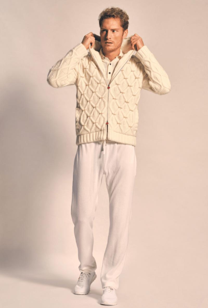 Casaco com crochê e calça de moletom na moda internacional masculina
