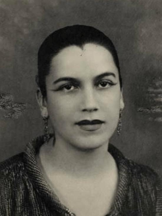 Vestido de Noiva Tarsila do Amaral: Foto preto e branco da pintora