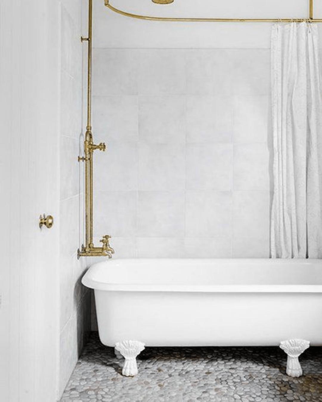 Tipos de banheira: vitoriana branca