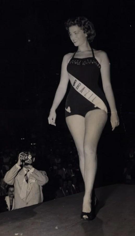 Marta Rocha no concurso Miss Universo, 1954.