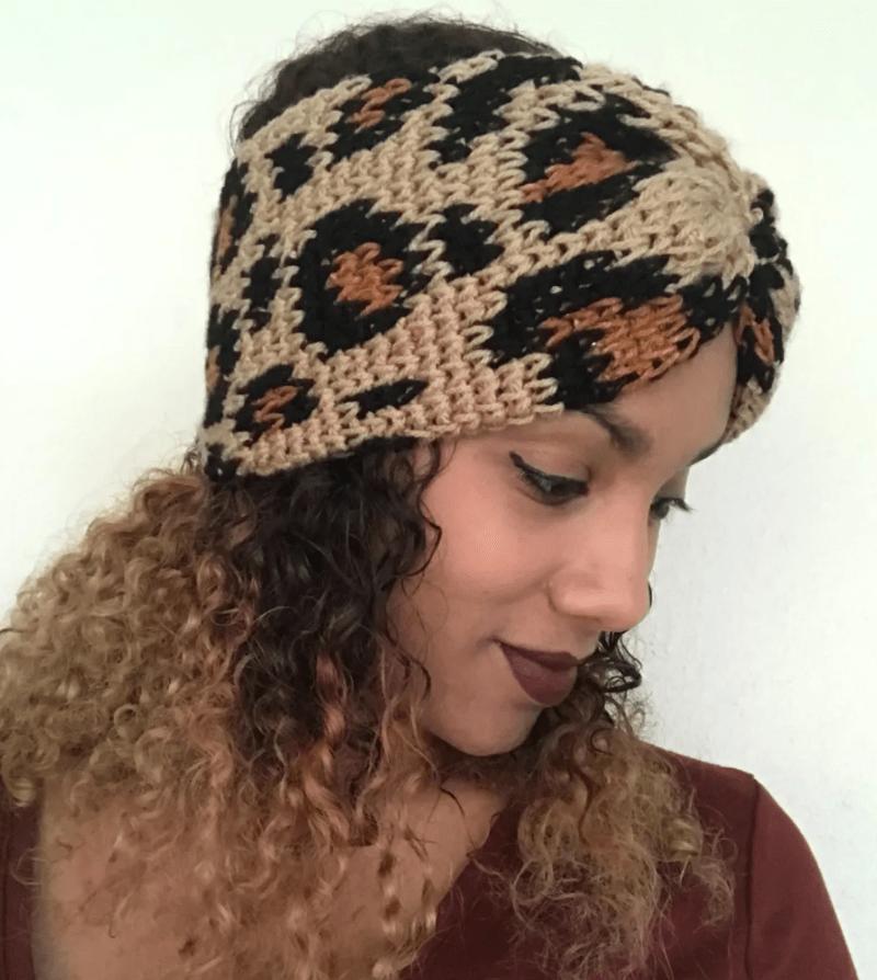 Lenço para cabelo de crochê oncinha