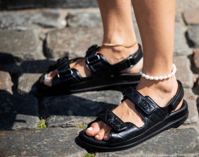 Papete da Chanel preta de couro