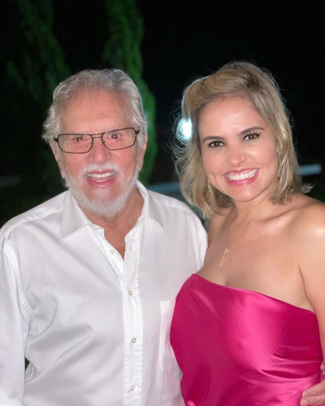 Esposa de Carlos Alberto e ele.