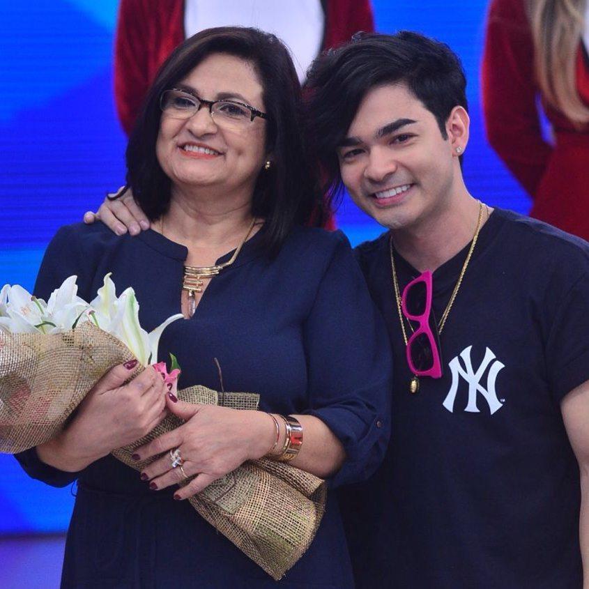 Mãe do apresentador Yudi.