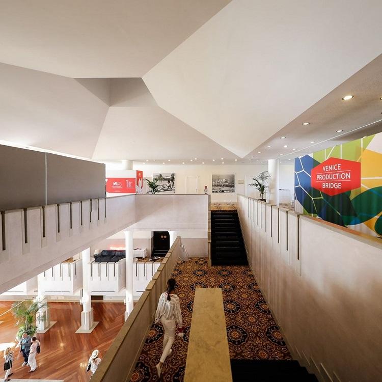 interior da Bienal de Arquitetura de Veneza