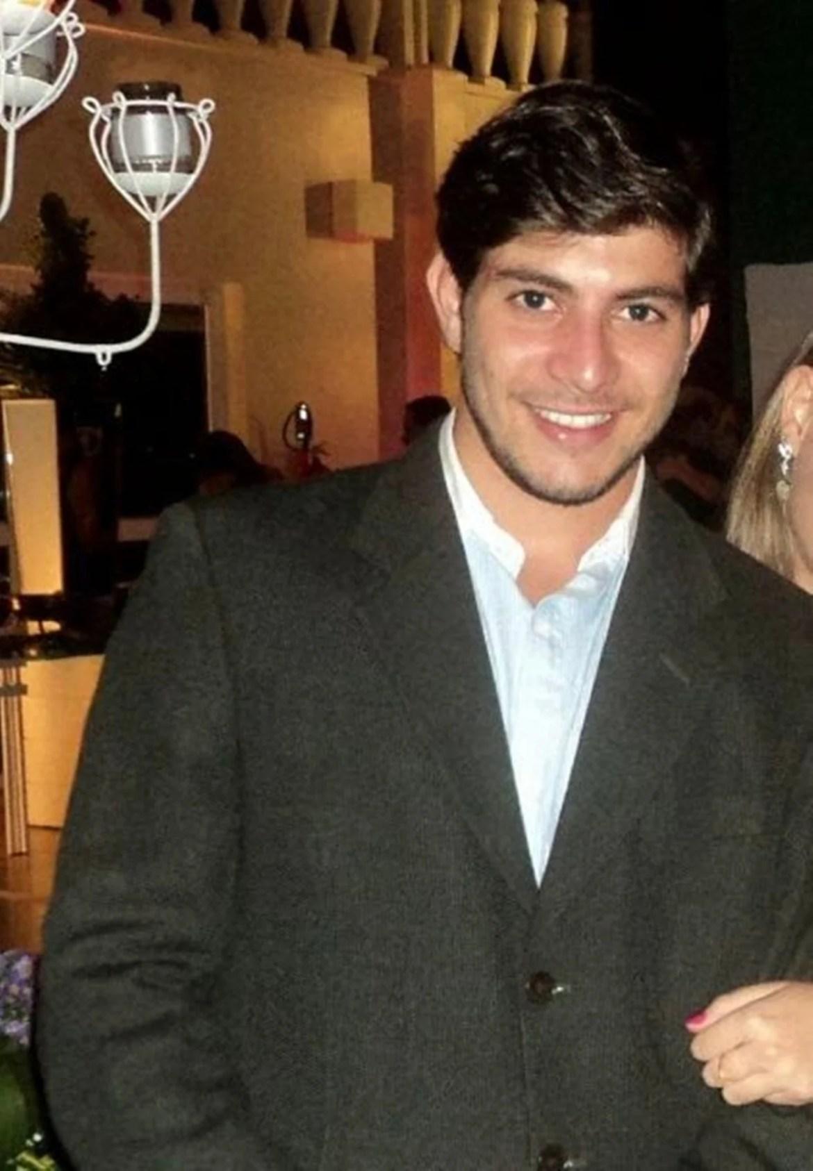 Brother Caio mais novo em foto antiga.