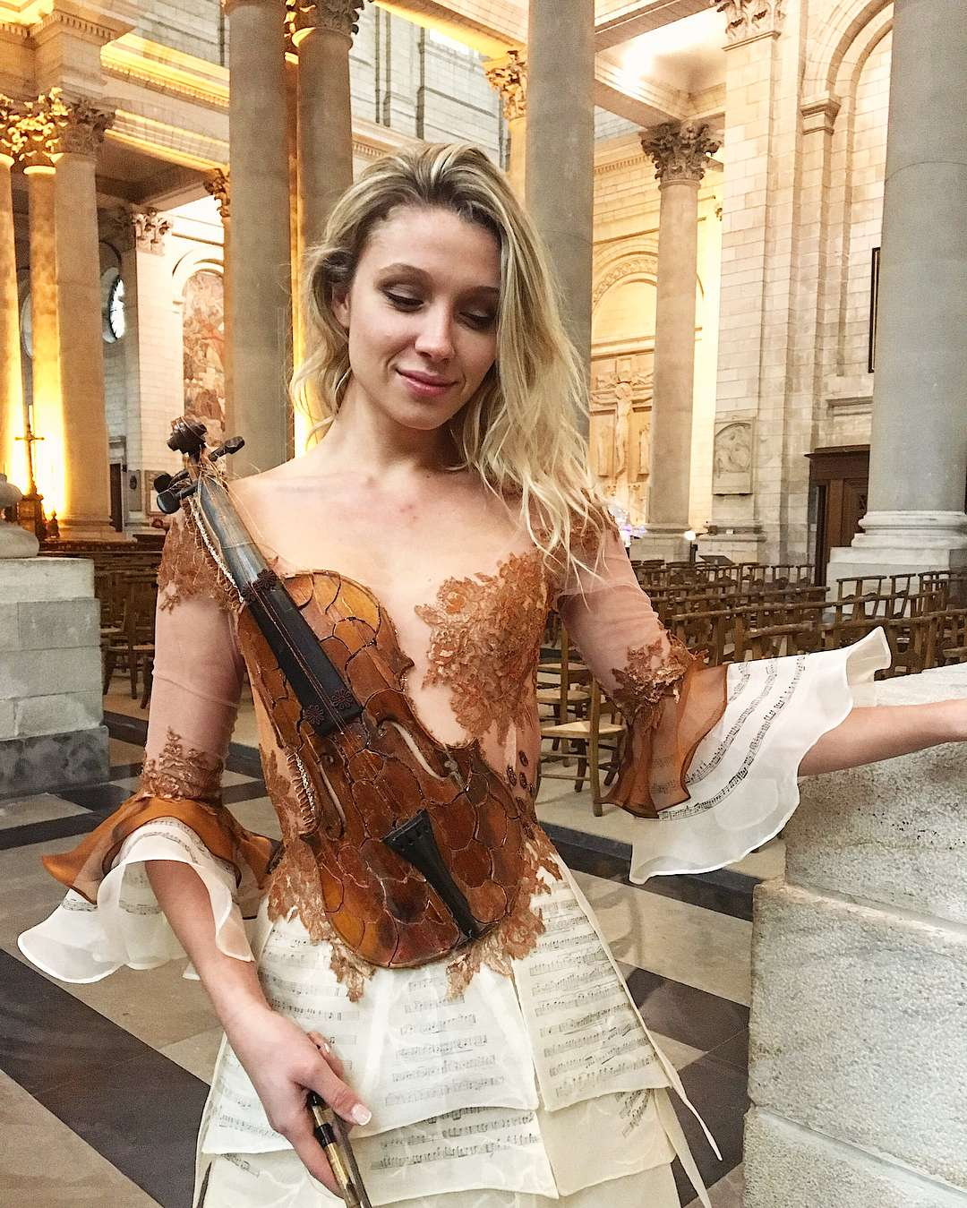 vestido diferente violino