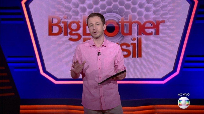 No comando do Big Brother Brasil - Globo