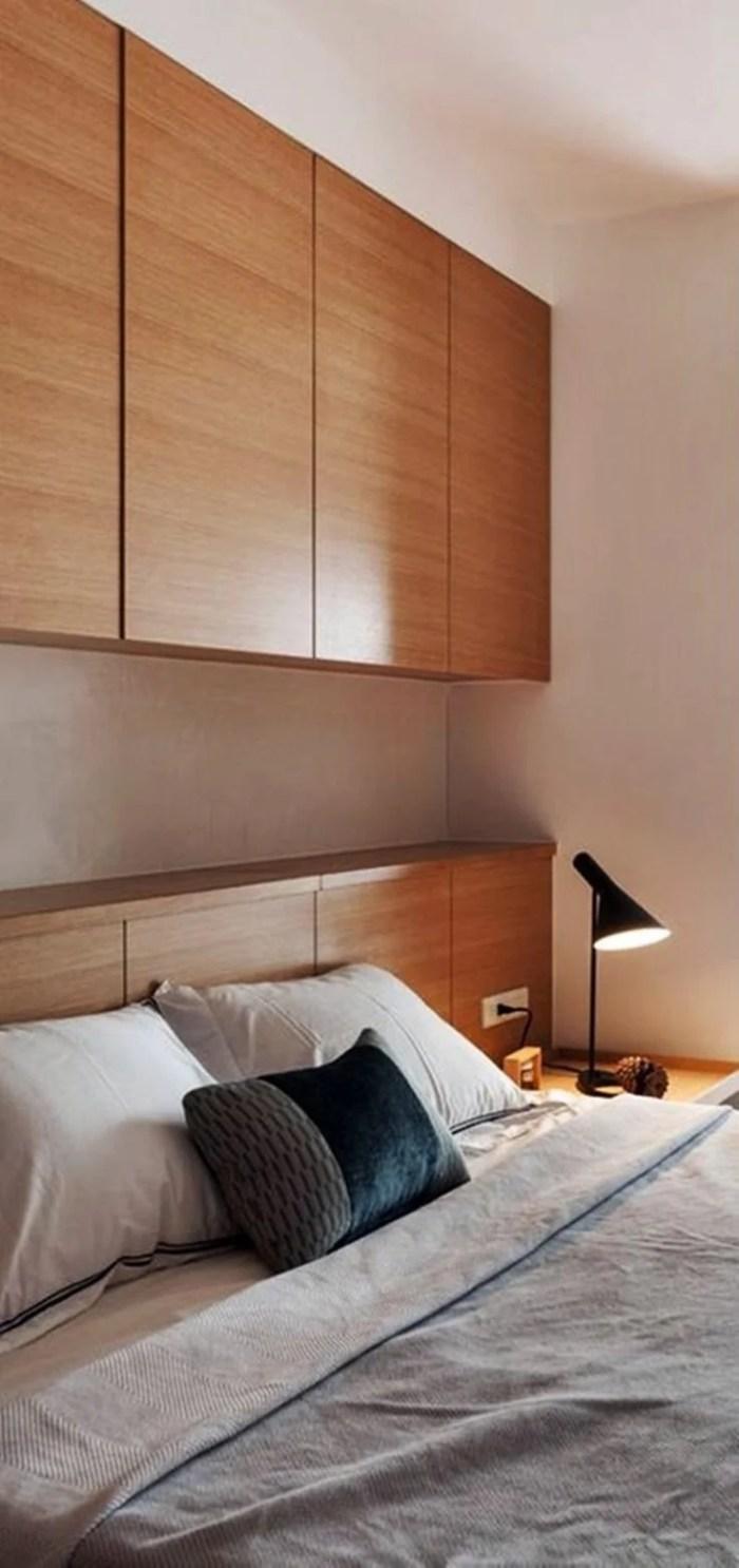 Cabeceira de cama de madeira.