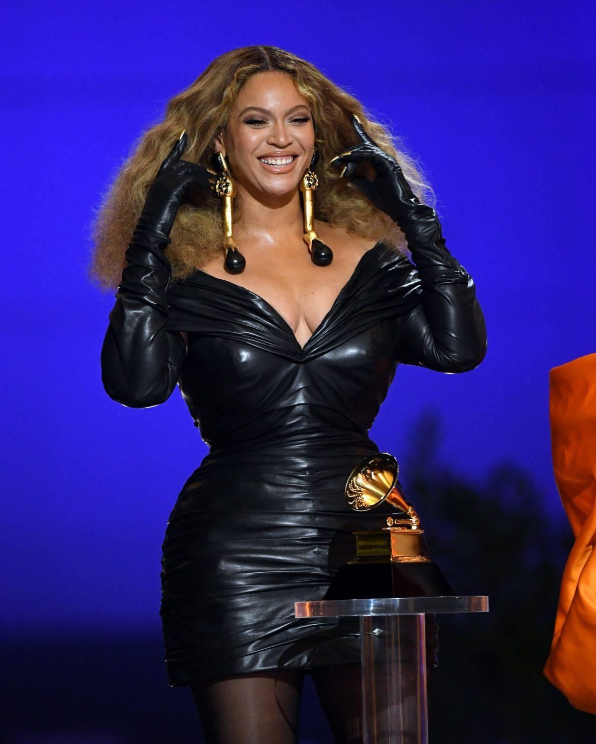 Beyoncé no Grammy 2021.
