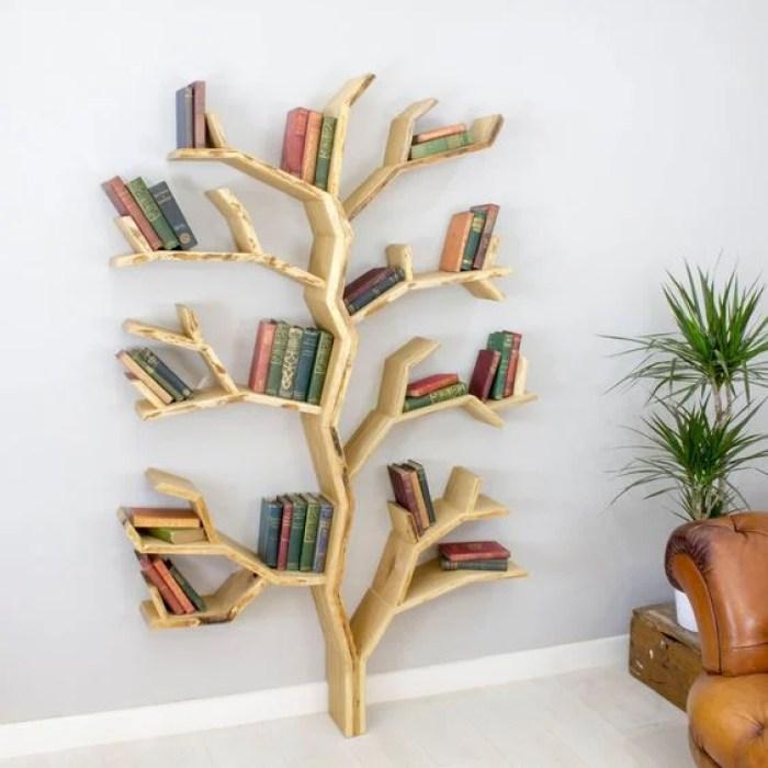 Prateleira em formato de árvore.