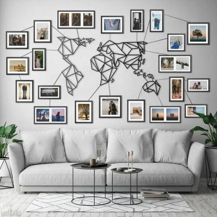 Mapa mundi na parede da sala.