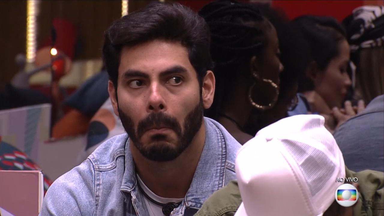 Rodolffo do BBB 21 se descuida e deixa parte íntima à mostra - Globo