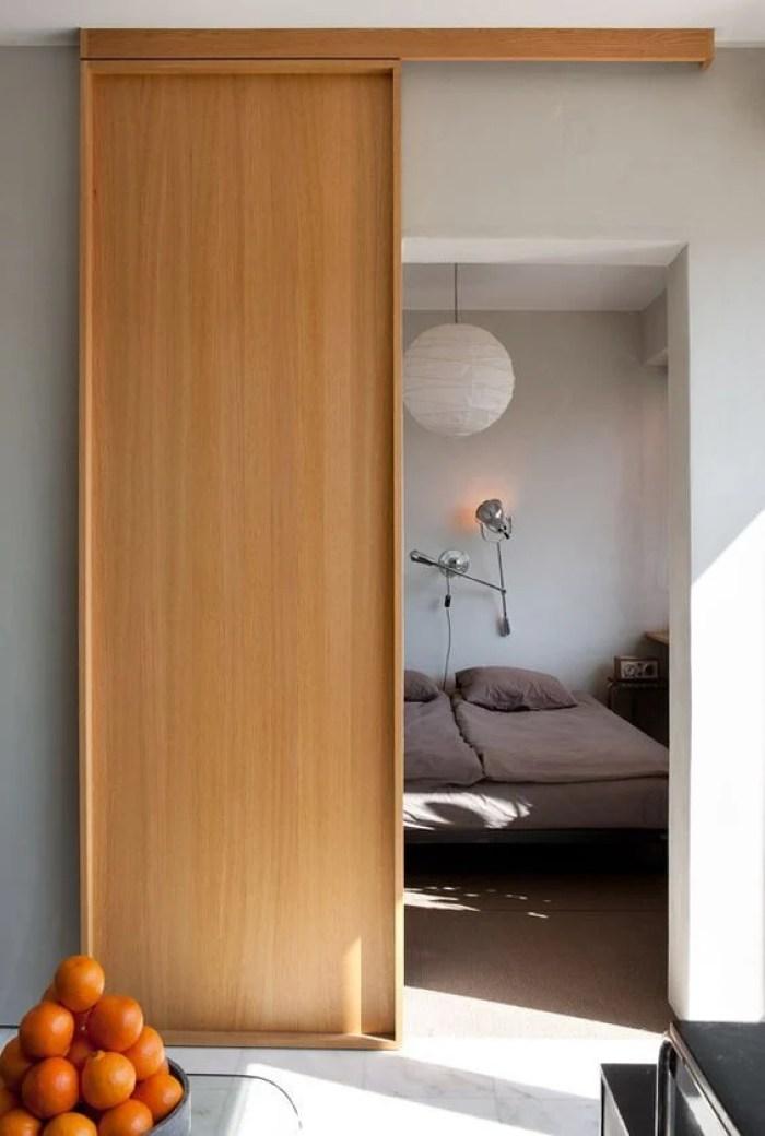 Porta minimalista de madeira